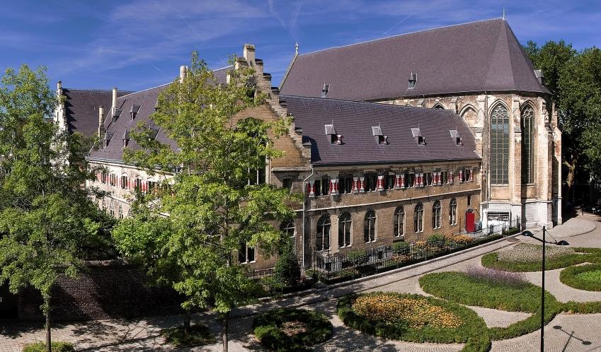 kruisherenhotel-maastricht-architecture-building-M-01-r