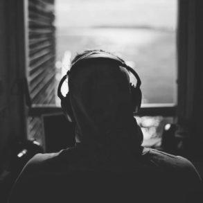 ¿Cuáles son los mejores audífonos para personas con sordera?